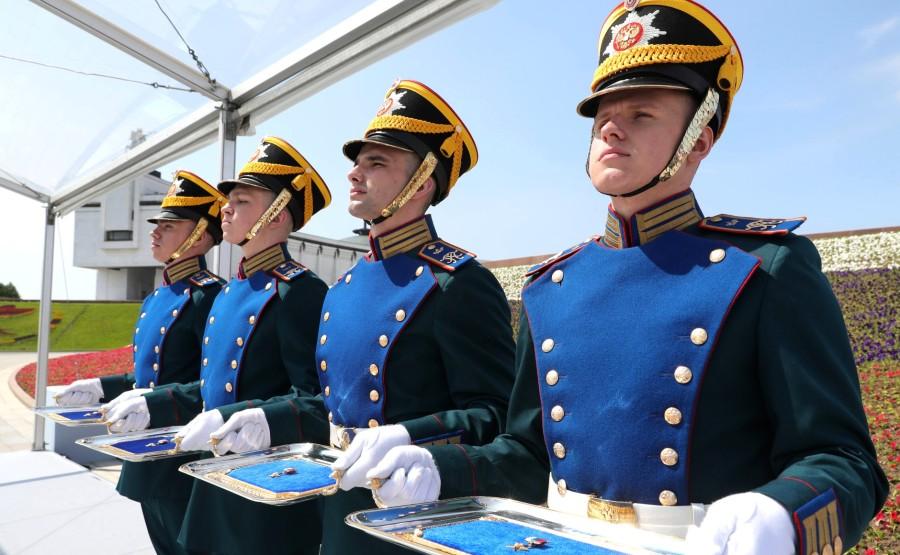 KREMLIN 2 SUR 13 Avant la cérémonie de remise des médailles d'or du Héros du travail de la Fédération de Russie. 04MCWbrGwGLT1ioWFfzWHAHouxGrfAvs