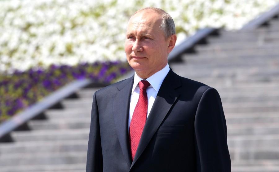 KREMLIN 6 SUR 13 Avant la cérémonie de remise des médailles d'or du Héros du travail de la Fédération de Russie. 74gG2dYNaU9qKp8eQDLnrszWRKjn81rA