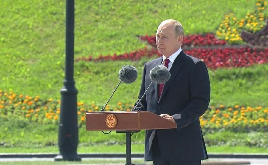 KREMLIN 7 SUR 13 Lors de la cérémonie de remise des médailles d'or du Héros du travail de la Fédération de Russie. bS2FabfikATYLyVCAirR5nsHtbIF0HI3