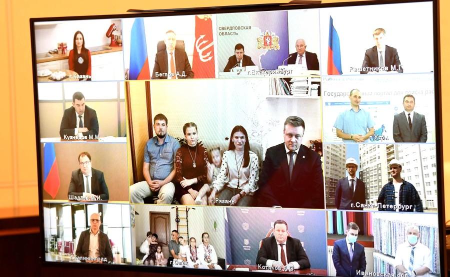 KREMLIN PH3 SUR 3 Réunion sur la mise en œuvre des mesures de soutien à l'économie et à la sphère sociale (par vidéoconférence). dQglHQKfkHuN8YurAxtQzW6IsAIVsdJT