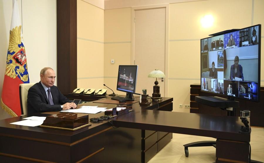 RUSSIE 1 SUR 3 Rencontre avec des personnalités culturelles (par vidéoconférence). AIW1ulkM314WasxuuHSQeLFrgAzcugQD