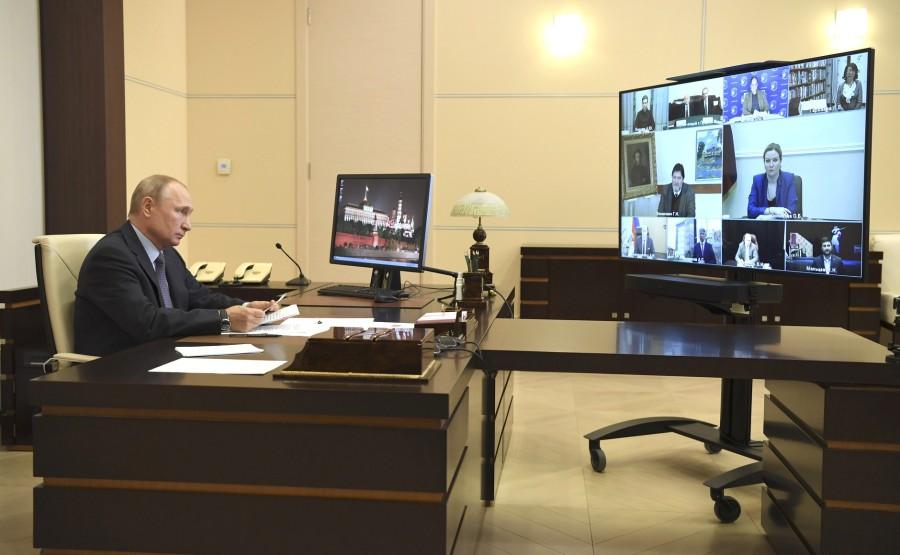 RUSSIE 3 SUR 3 Rencontre avec des personnalités culturelles (par vidéoconférence). fkVqle1OQNLBFd8TY2fbpLSKXCxcFN6q