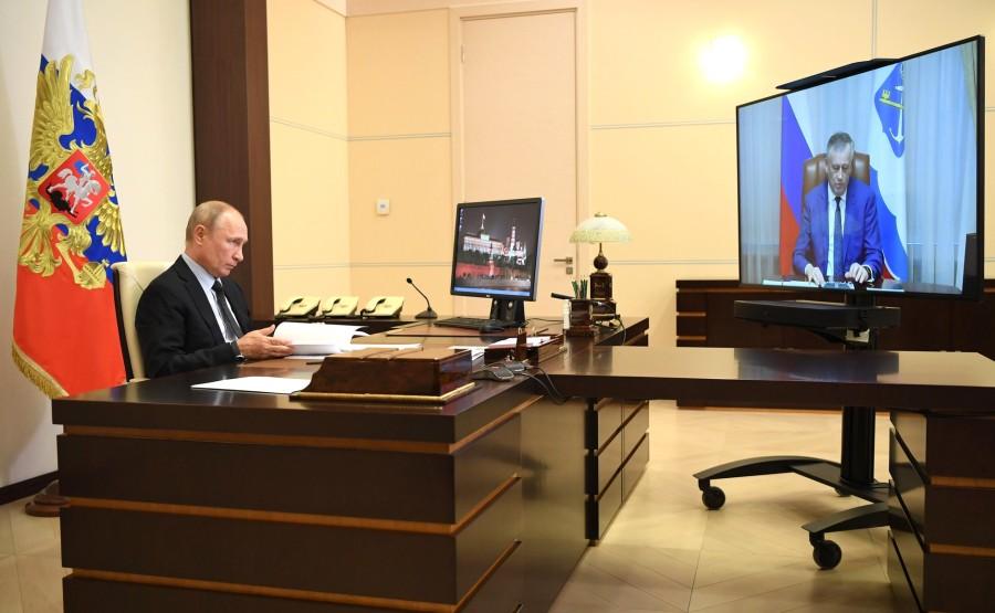 RUSSIE LENINGRAD 1 SUR 3 Réunion de travail avec le gouverneur de la région de Leningrad, Alexander Drozdenko (par vidéoconférence). YXbAF5hfyzGDZBfYvEwXkCk4N1rZARwX
