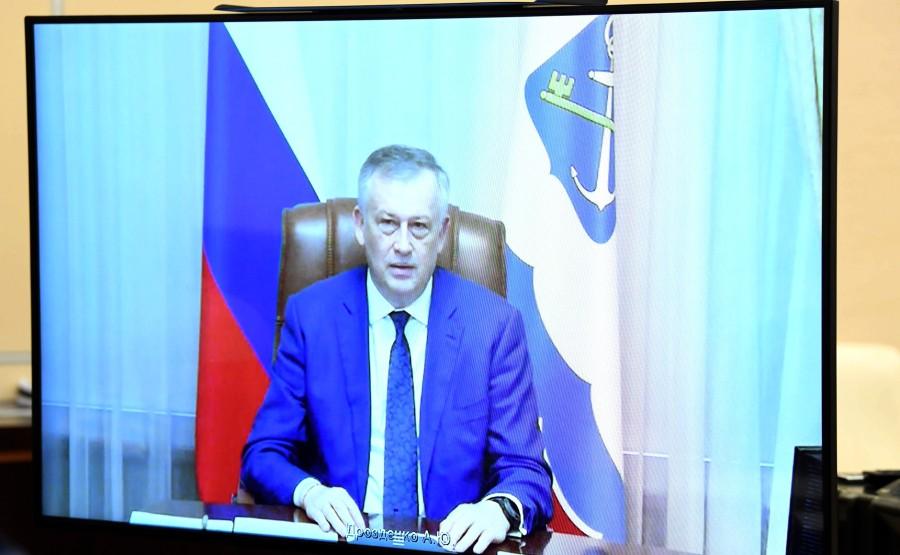 RUSSIE LENINGRAD 3 SUR 3 Réunion de travail avec le gouverneur de la région de Leningrad, Alexander Drozdenko (par vidéoconférence). Eukr4BZ5UBSyfyKvJcwzmLDu2dX1AoAD