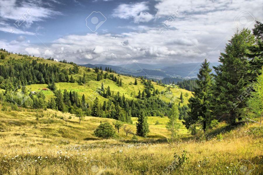UKRAINE 1088074 5-paysage-de-montagne-près-du-village-yaremche-dans-les-carpates-en-ukraine-hdr-filtre-