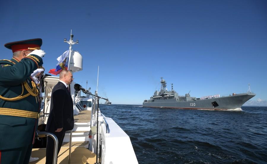 6 SUR 43 Le commandant en chef suprême a examiné les formations de la flotte eAI7tbBLRYYfqI1suDvvuegAZdCTAr1z