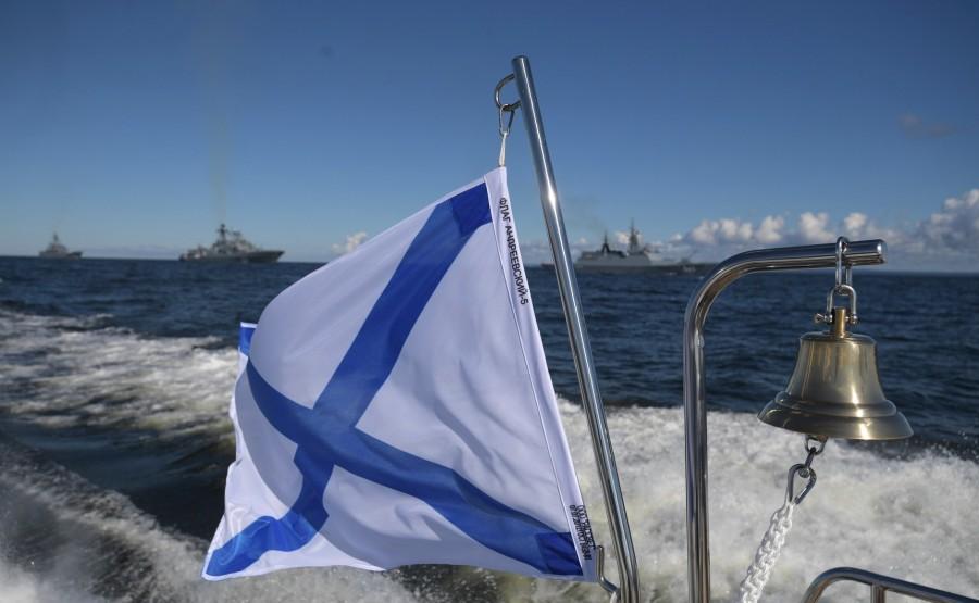 9 SUR 43 Le commandant en chef suprême a examiné les formations de la flotte byGqk5KfbvidLzAWrSzqaHoRubMYZAFf