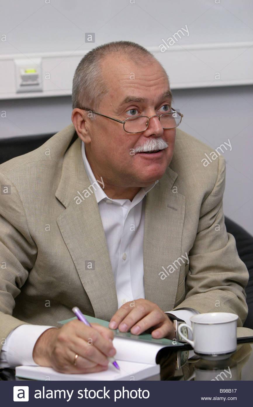 alexandre-ignatenko-institut-d-etudes-politiques-et-religieux-president-lors-d-une-conference-de-presse-ria-novosti-sur-international-b98b17