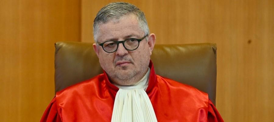 die-bundesbank-ist-an-unsere Le juge constitutionnel Peter Huber