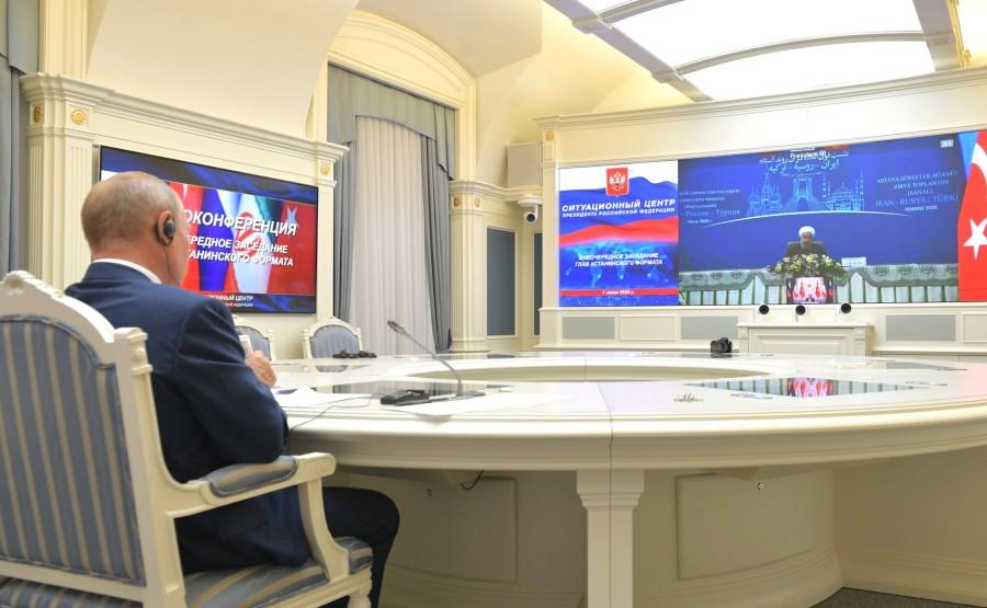 KREMLIN 3 V 3 DU O1.07.2020 Lors d'une réunion avec le président iranien Hassan Rouhani et le président turc Recep Tayyip Erdogan sur le règlement syrien (par vidéoconférence). odNesJuQeHXosriiSOHpyfzl21lsn9vQ