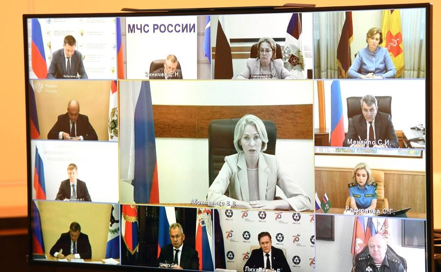 KREMLIN 30.07.2020 PH 2 QQ 4 Réunion sur la situation écologique dans la ville d'Usolye-Sibirskoye, région d'Irkoutsk (par vidéoconférence). puObV1QUfqLxtLqA4AtZvGiwKGhyeCkR