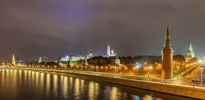 KREMLIN 700px-Vista_general_del_Kremlin,_Moscú,_Rusia,_2016-10-03,_DD_18-19_HDR