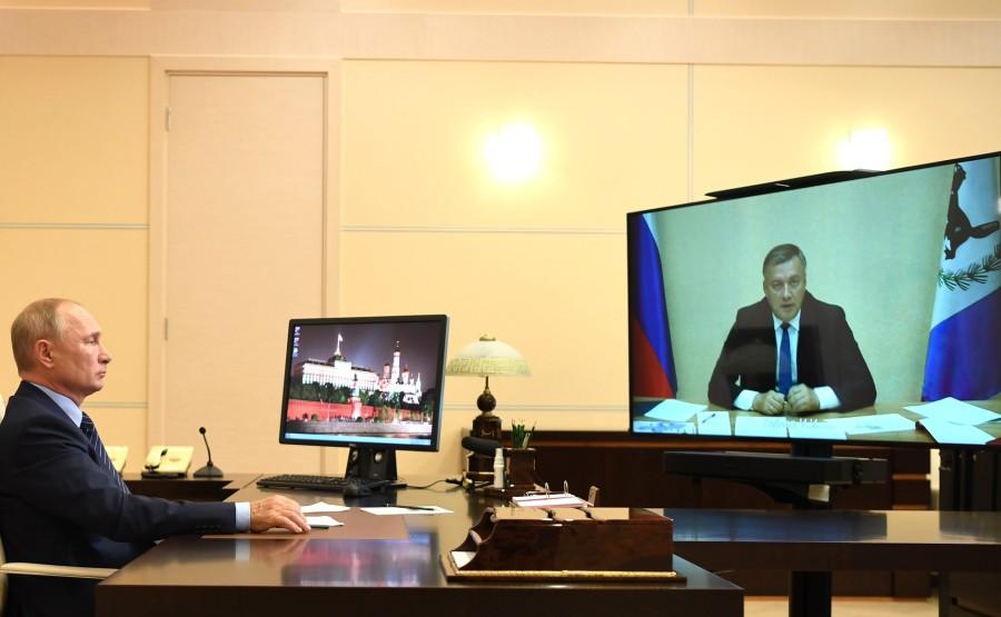 KREMLIN PH 1 W 2 LE 29.07.2020 Réunion de travail avec le gouverneur par intérim de la région d'Irkoutsk Igor Kobzev, par vidéoconférence. LA47FqXVBfDDu6PTjuQUtEPf88NxmfpF