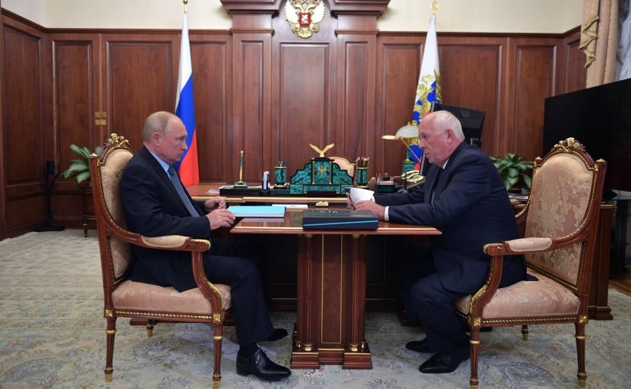 KREMLIN PH 1 W 3 DU 27.07.2020 Rencontre avec le PDG de Rostec State Corporation, Sergei Chemezov. LY8lV5YmeCzZU4nnVVpYbeNk0QSsWZjB