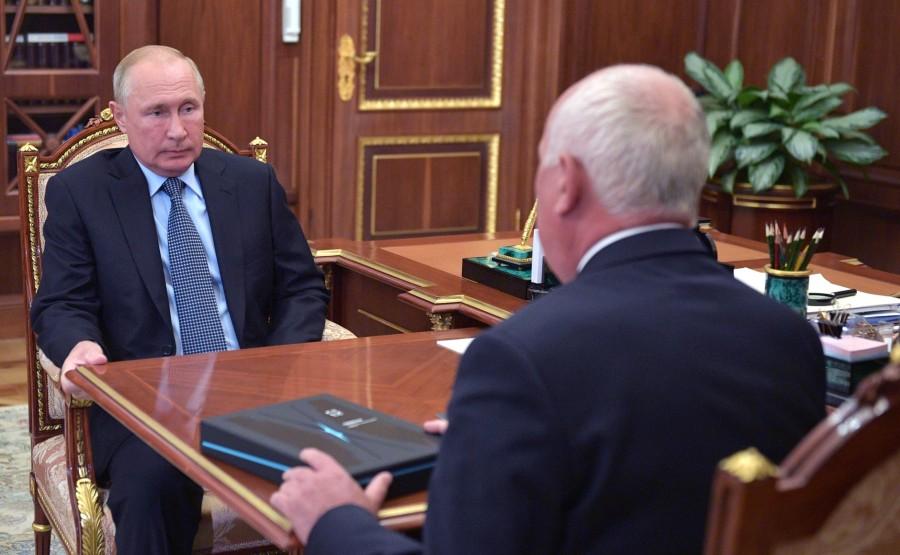 KREMLIN PH 1 W 3 DU 27.07.2020 Rencontre avec le PDG de Rostec State Corporation, Sergei Chemezov. T0bOjCwFN4zgDVi9pZAU0U0VFX6DLRD5