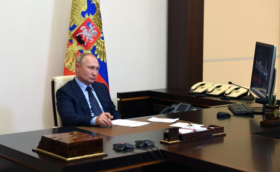 KREMLIN PH 2 W 2 LE 29.07.2020 Réunion de travail avec le gouverneur par intérim de la région d'Irkoutsk Igor Kobzev, par vidéoconférence. GXOG7AAcT4C8NKmPyRZ4HmMhuskI2RHi