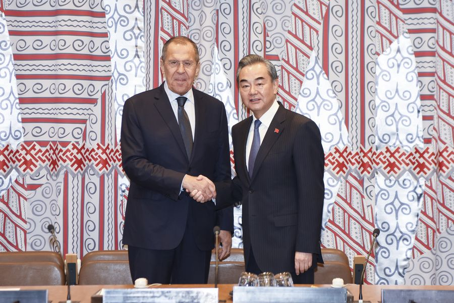 les-ministres-des-affaires-etrangeres-chinois-et-russe