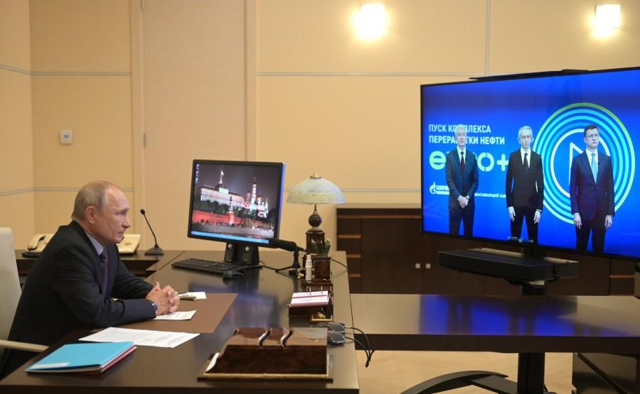 PH 1 Q 4 kremlin 23.07.2020.Ouverture de l'unité combinée de raffinage de pétrole Euro + à la raffinerie de Moscou (par vidéoconférence). XYa815CCwVJoykxAJcWFPH9CBzo7RI15
