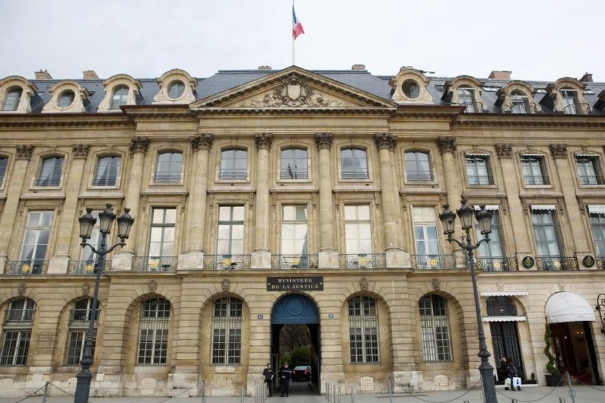 7779582756_le-ministere-de-la-justice-place-vendome-a-paris-le-25-mars-2010