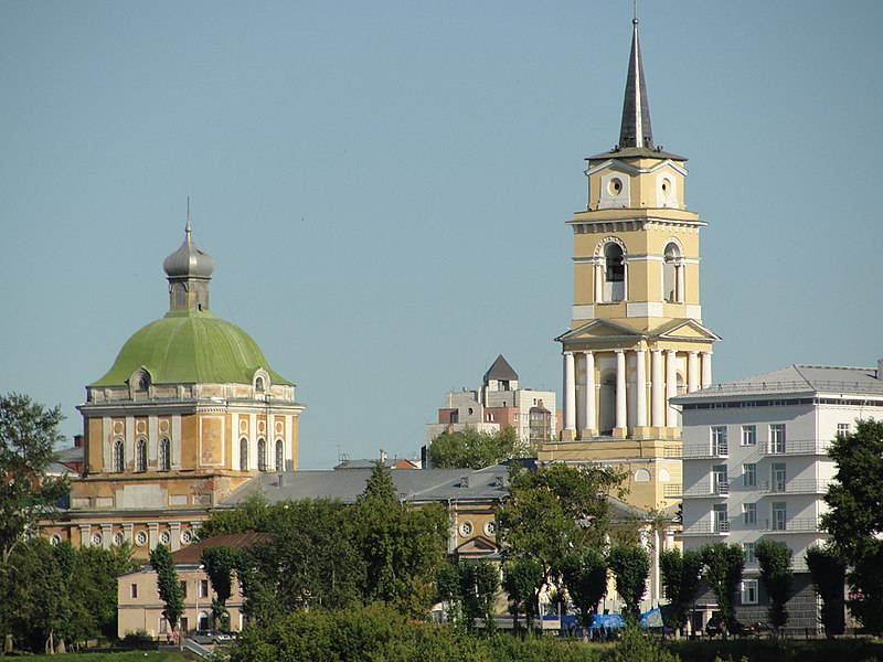 Fichier Perm Art Gallery. Vue depuis la rivière Kama.jpg 800px-Пермская_художественная_галерея._Вид_с_Камы
