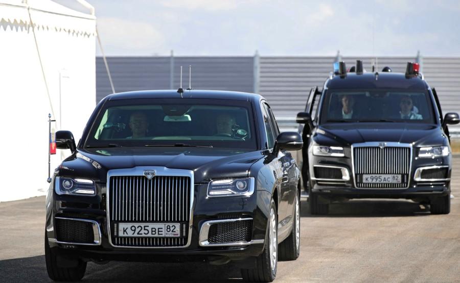 KRELIN 1X7 DU 27.08.2020 Vladimir Poutine conduit une limousine Aurus le long d'une section nouvellement construite de l'autoroute Taurida. vIf81x7yeXr9EXM7Kr0wewxrapAplAWK