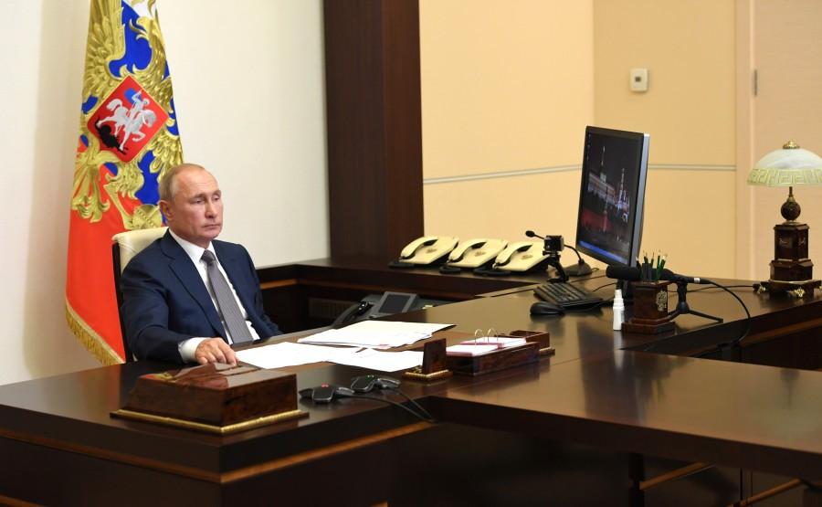 KREMLIN 1 X 3 DU 24.08.2020 Lors de la réunion de travail avec le gouverneur de la région de Rostov, Vasily Golubev (par vidéoconférence). RHGbaF6BWfSzXPnd8PoPa6SEXjP2xXrt
