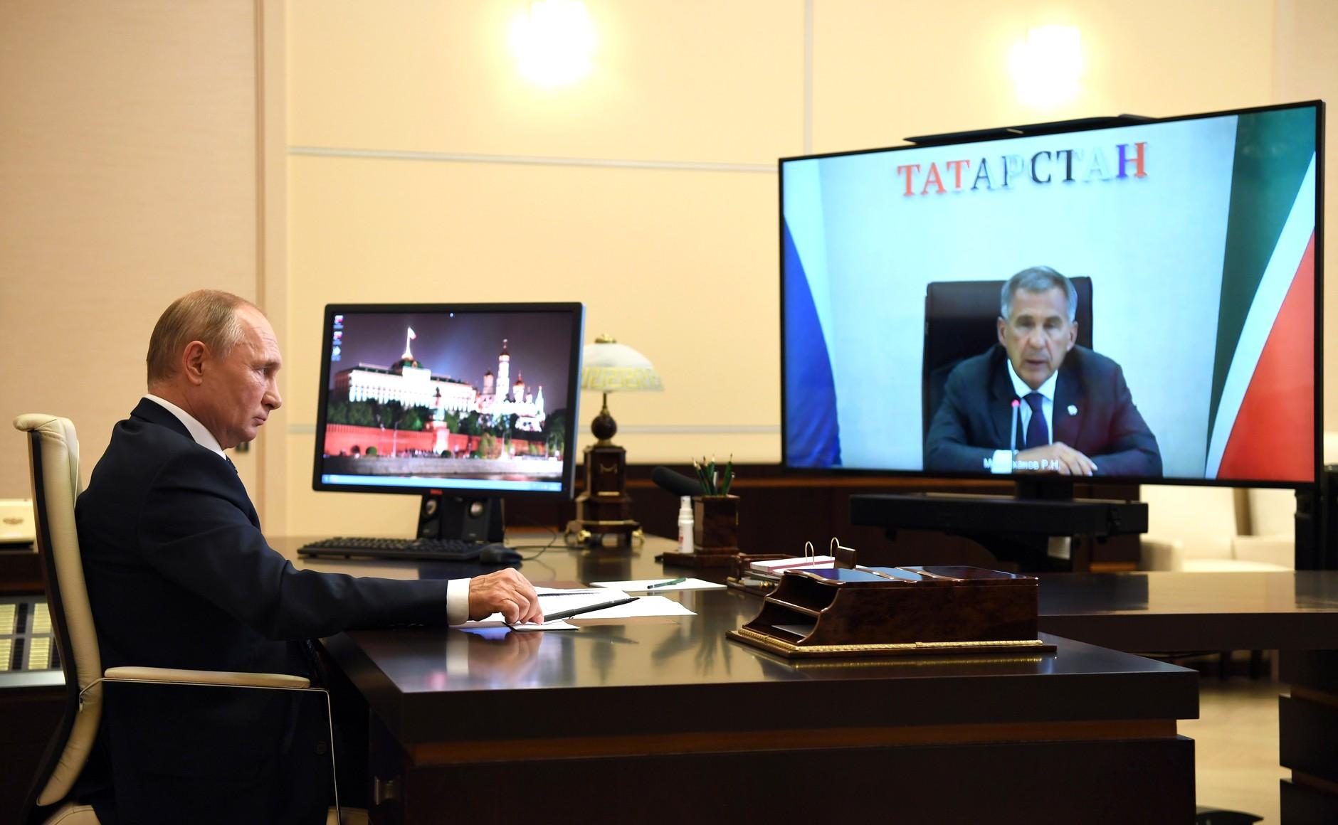 kremlin 1 X 3 DU 28.08.2020 Réunion de travail avec le chef du Tatarstan Rustam Minnikhanov (par vidéoconférence). x7yu7lkmwJ0wwl31wzadeCpALrAjxCWZ