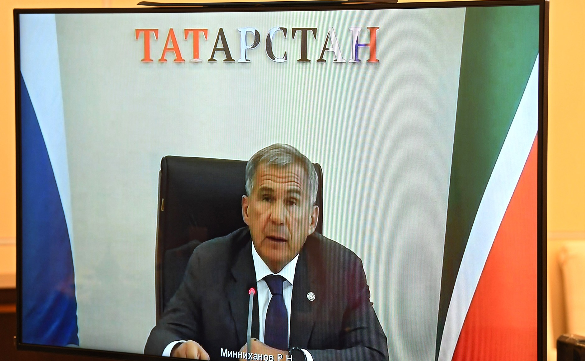 kremlin 2 X 3 DU 28.08.2020 Réunion de travail avec le chef du Tatarstan Rustam Minnikhanov (par vidéoconférence). UyFoAvH2rTq4ptpA9dk70NnQACTVkyQW