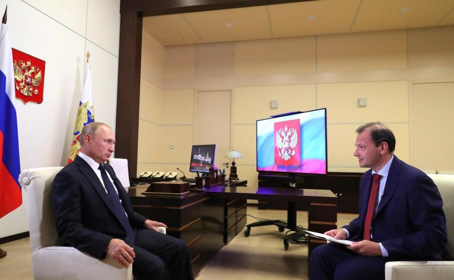 KREMLIN 27.08.2020 Vladimir Poutine a répondu aux questions du journaliste de VGTRK et présentateur de l'émission Vesti v Subbotu (Nouvelles du samedi) Sergei Brilyov. 3EzVNOwsAIxGWE2LP6g2p6nAcwrlNxy5