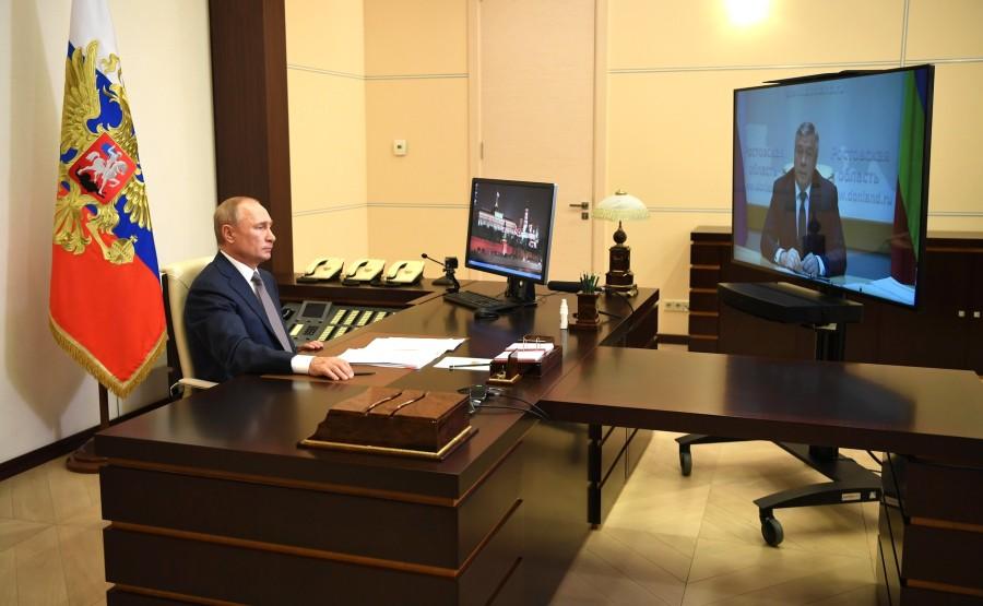 KREMLIN 3 X 3 DU 24.08.2020 Lors de la réunion de travail avec le gouverneur de la région de Rostov, Vasily Golubev (par vidéoconférence). hG0frii4vroAfDrNkCQ8UzASArgUahKI