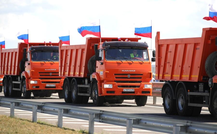 KREMLIN 6X7 DU 27.08.2020. Lancement de la circulation automobile sur les tronçons terminés de l'autoroute de Taurida. L'équipement de construction passe. y5i0Iuq2HOwNCQgKlyttcubJRvdhgRYB