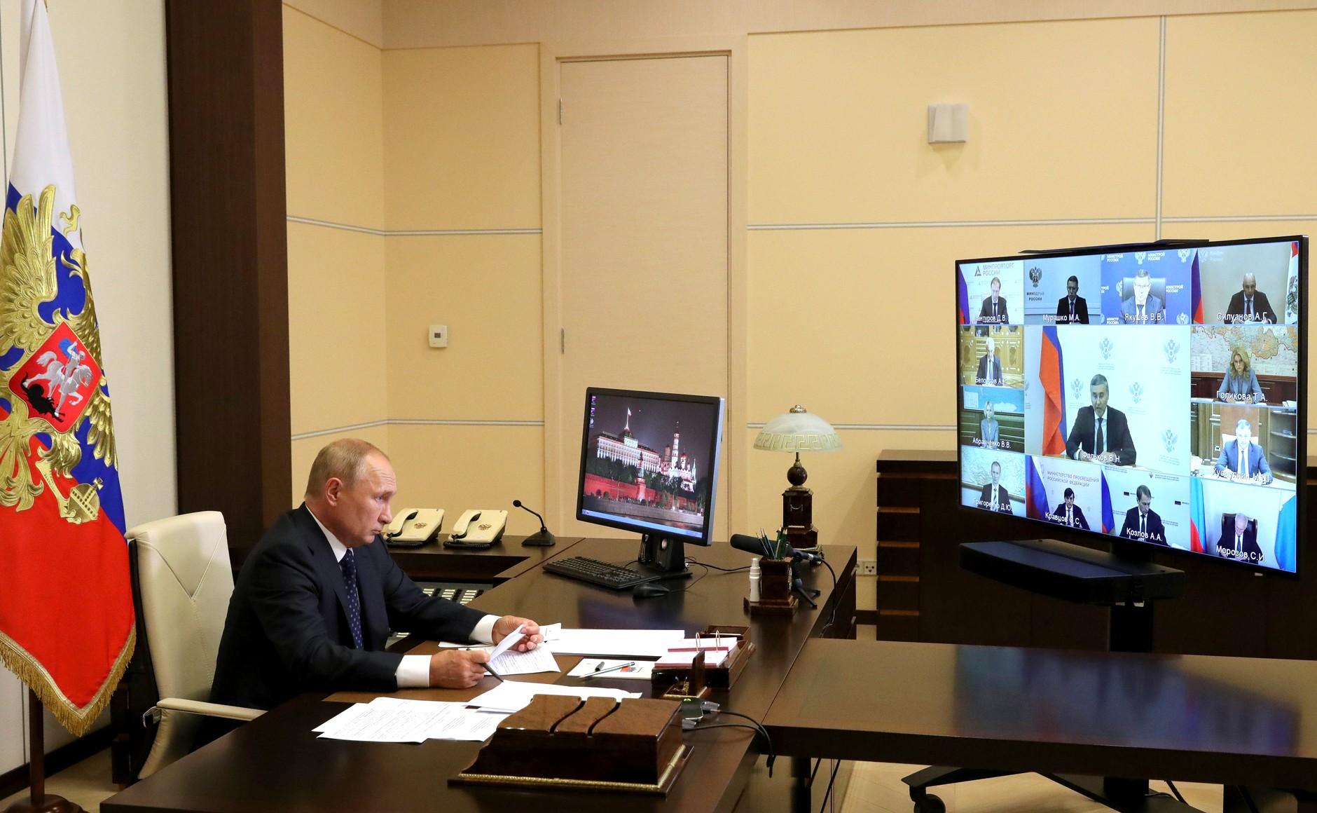 KREMLIN N° 1 X 3 DU 27.08.2020 Rencontre avec les membres du gouvernement (par vidéoconférence). soKfIUeFgwAjdPuU0ZilZtwDXP7ZD1Nw
