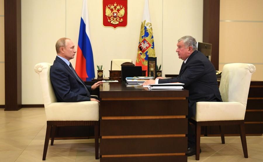 KREMLIN PH 1 X 5 Avec le PDG de Rosneft et président du directoire Igor Sechin. LE 18.08.2020 --- BFUgYNJ0Rvws4GtlwmwrAK4Efg7YbvcT