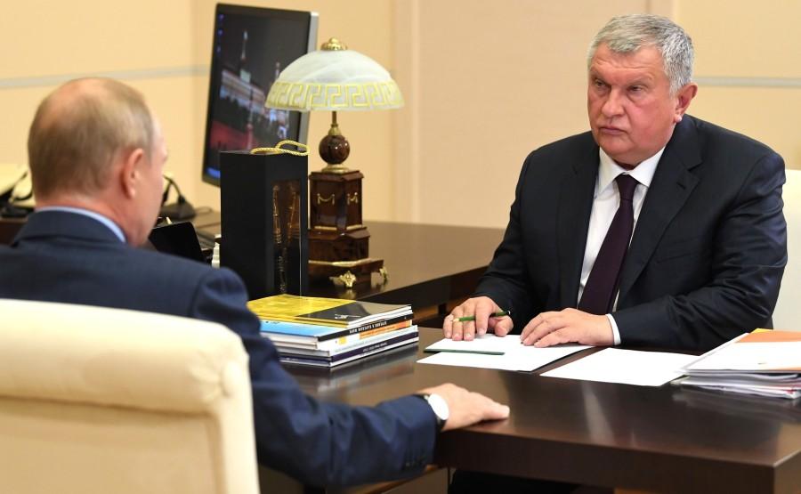 KREMLIN PH 3 X 5 Avec le PDG de Rosneft et président du directoire Igor Sechin. LE 18.08.2020 --- GEFXaKn0jrIMqfUuaYkg3m5yvhzITXwz