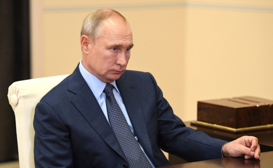 KREMLIN PH 4 X 5 Avec le PDG de Rosneft et président du directoire Igor Sechin. LE 18.08.2020 --- kbFhLGEAFmRSQgSE9jNyEbHQAXRZpNkB