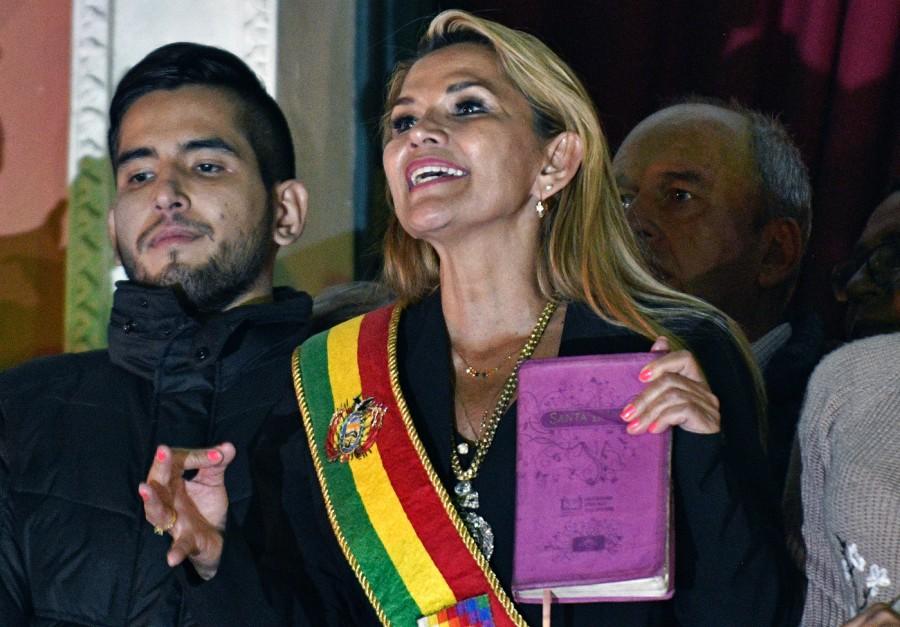 presidente-Senat-Jeanine-Anez-parlele-balcon-palais-Quemado-Pazavoir-proclame nouveau-president-paysd-session-Congres-atteint-quorum-12-novembre-2019_0_1399_976