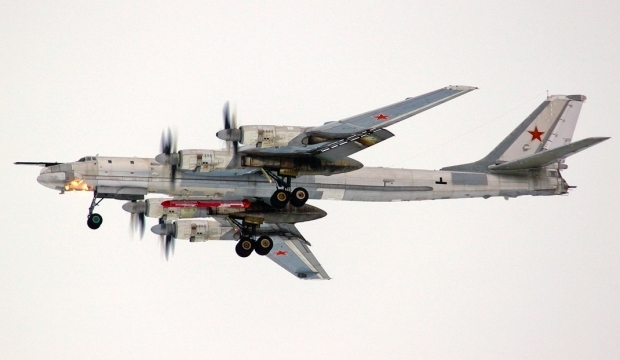 RUSSIE Photos 1 Tu-95 « Bear-H » 2 Tu-95 et missile Kh-101 @ VVS 1024994645