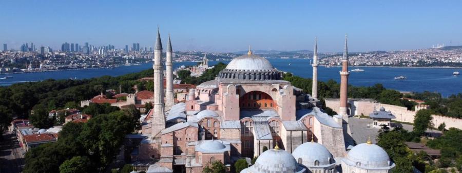 Sainte-Sophie, il semble que la décision de la retransformer en mosquée marque l'acte de mort définitif de l'héritage laïc de Mustapha Kemal 21833239