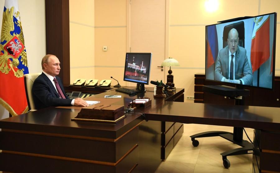 KREMLIN 1 X 2 DU 02.09.2020 Réunion de travail avec le gouverneur par intérim de Sébastopol Mikhail Razvozhayev (par vidéoconférence). hY4DXWba1EZ3I0d4cnetZ4fUQnZWCGB6