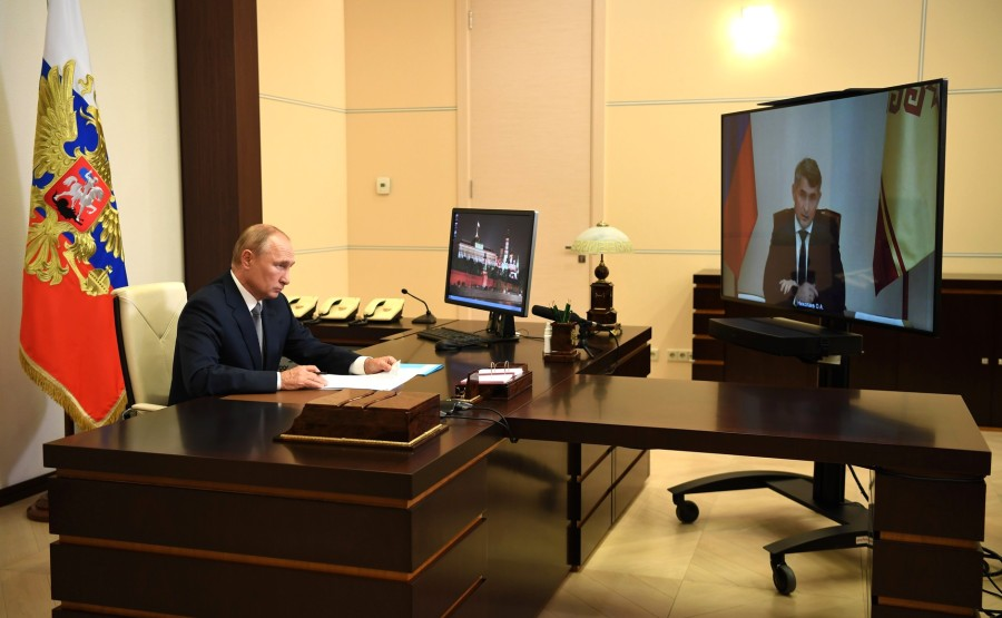 KREMLIN 1 X 4 DU 03.09.2020 Réunion de travail avec le chef par intérim de la République de Tchouvachie Oleg Nikolayev (par vidéoconférence). U3C3Sto2Y2YwANNR2TN4MQHgoexoMhMJ