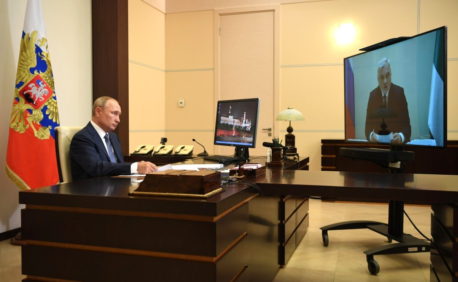 KREMLIN 1 X 4 DU 31.08.2020 Lors d'une réunion de travail avec le chef par intérim de la République des Komis, Vladimir Uyba (par vidéoconférence). 5ow6qq7KZYfqdIjEAhOeqhuiBMPZAijj