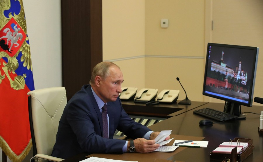 KREMLIN 2 SUR 3 DU 08.09.2020 Lors d'une réunion sur les mesures de secours pour l'inondation survenue dans la région d'Irkoutsk en 2019 (par vidéoconférence) QKzKCxT4DYKbrtXopHYDycB6wJ3AOsIW