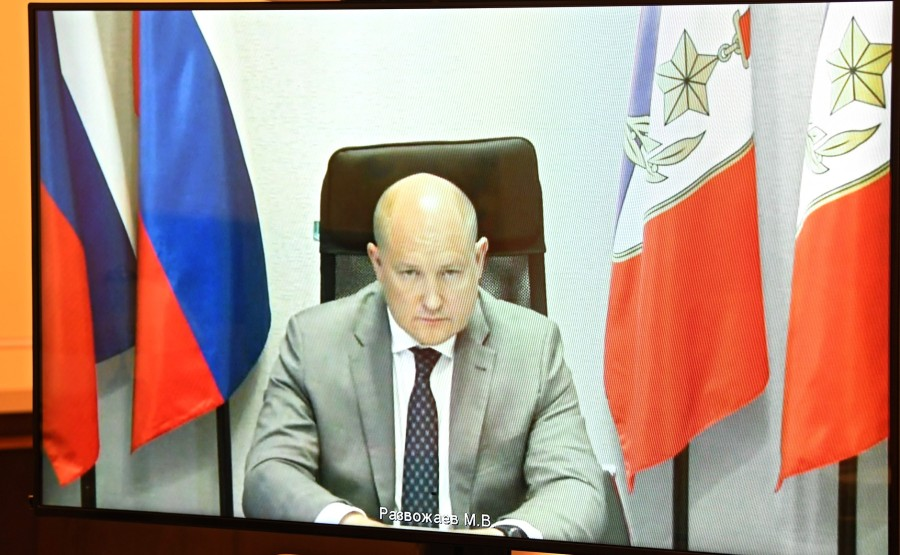 KREMLIN 2 X 2 DU 02.09.2020 Réunion de travail avec le gouverneur par intérim de Sébastopol Mikhail Razvozhayev (par vidéoconférence). 0BtEVLYFSBatZkd81dAC2nO6qt66BWLT