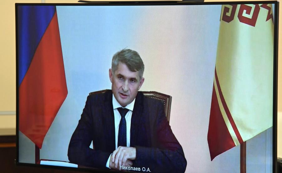 KREMLIN 2 X 4 DU 03.09.2020 Réunion de travail avec le chef par intérim de la République de Tchouvachie Oleg Nikolayev (par vidéoconférence). rAjpQ5yMfNHS5kNJA5BfbA90KIF7p9kz