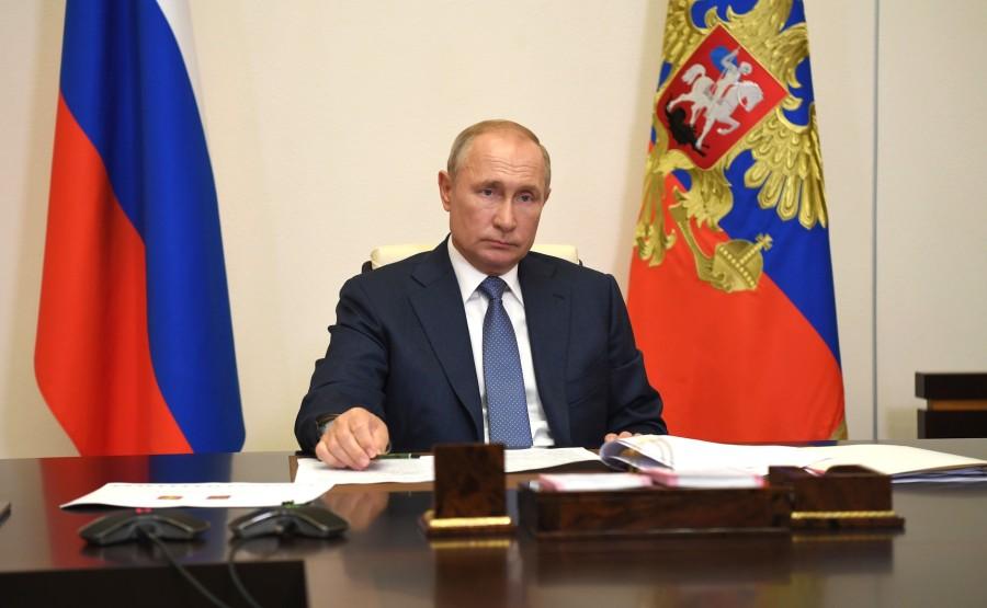 KREMLIN 2 X 4 DU 31.08.2020 Lors d'une réunion de travail avec le chef par intérim de la République des Komis, Vladimir Uyba (par vidéoconférence). 6VTb2JDuwrMgAaXdI031FQVJZreuCteb