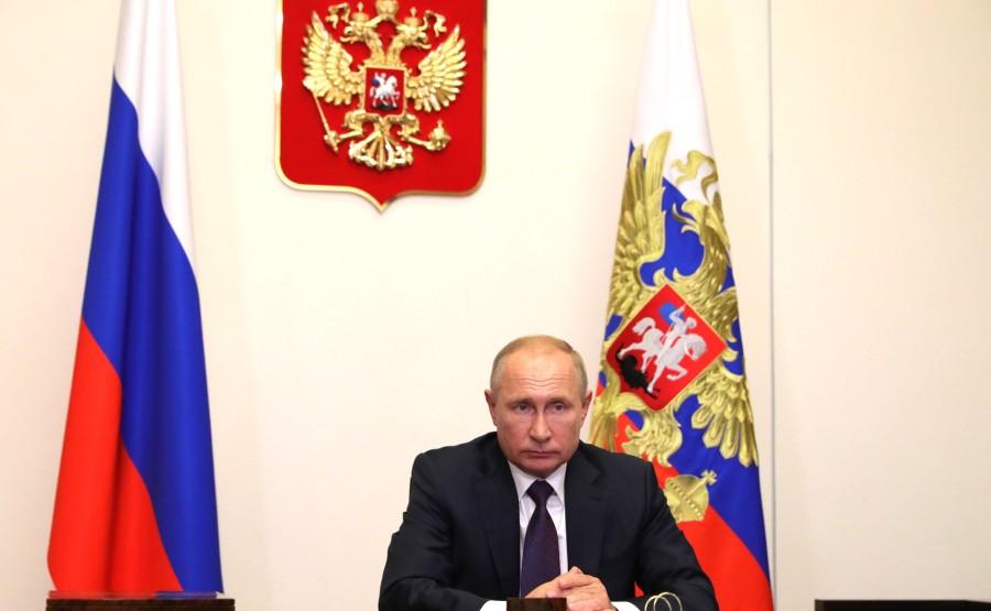 KREMLIN 2 X 5 DU 04.09.2020. Lors d'une réunion avec le maire de Moscou, Sergueï Sobianine (par vidéoconférence). eAoDs4kiWGkQHqCPAxe0AjisesXqeQFB