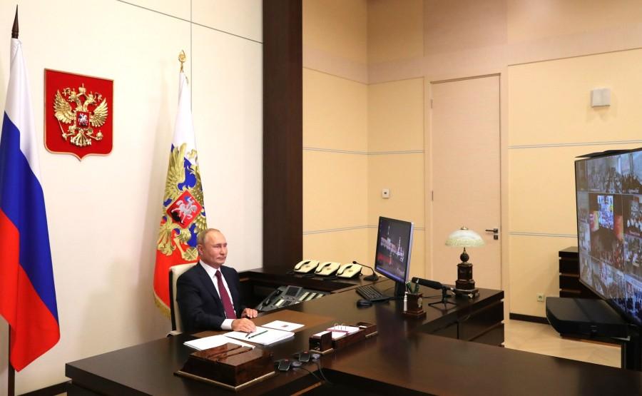 KREMLIN 2 X 5 Vladimir Poutine a assisté, par vidéoconférence, à la leçon nationale RUSSE - Se souvenir, c'est savoir. LEMW2LrAXLshIJSOxx7Oxw25KxgLFQDc