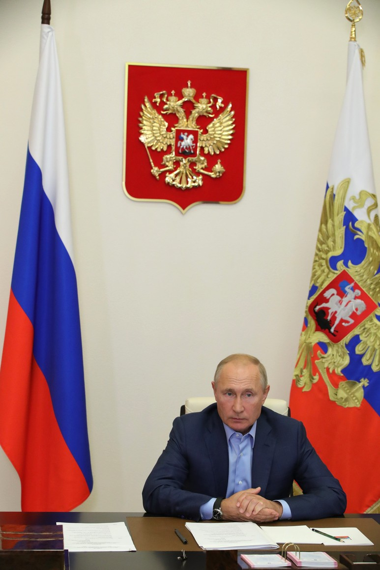 KREMLIN 2 X 6 DU 08.09.2020 Lors d'une réunion par vidéoconférence avec les lauréats du concours national de gestion Leaders of Russia. ac9Y9bhq90oakxJUbpPnAe1sEz0xYcAQ