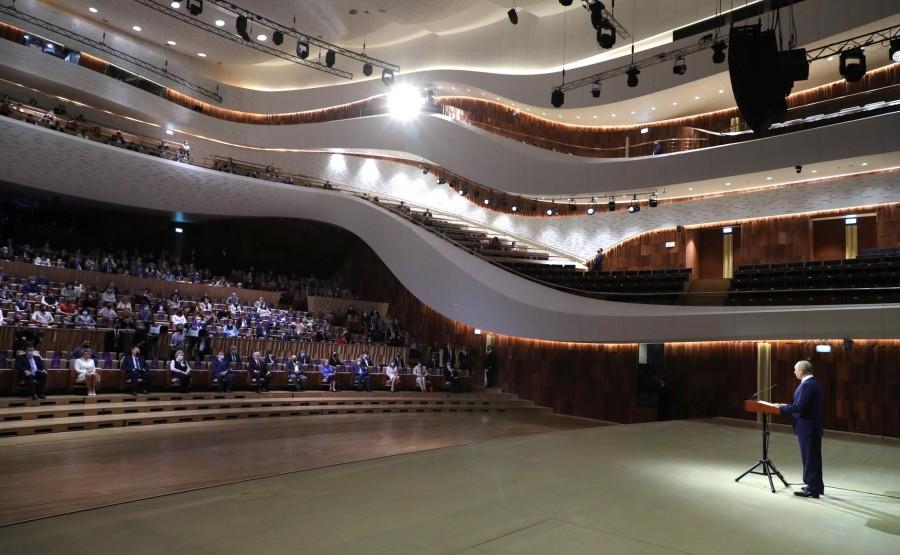 KREMLIN 2 X 9 DU 04.09.2020 Lors de la célébration du 873e anniversaire de Moscou qui s'est tenue à la salle de concert Zaryadye. ZwI6AAfVibEusyf6aaGlnvdprihfbCL6