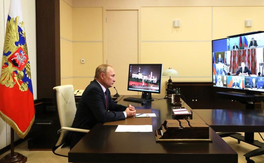 KREMLIN 3 X 3 DU 04.09.2020 Avant la réunion avec les membres permanents du Conseil de sécurité (par vidéoconférence).